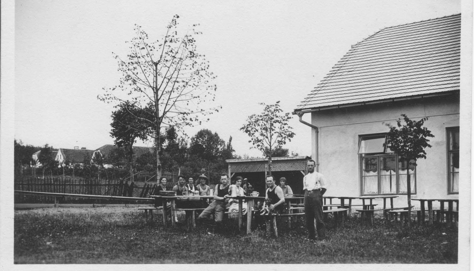 Hostinec - sál, kuželník 1929